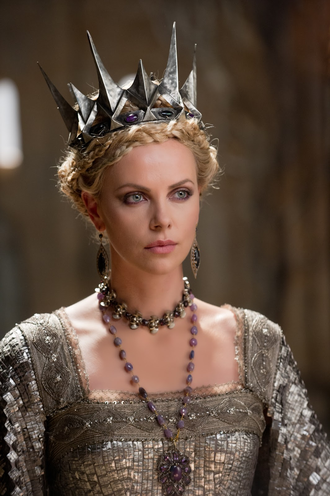 http://3.bp.blogspot.com/-94B4gW0zl_g/T9BTd9G6IHI/AAAAAAAAW4w/UJjh4EaC5Lg/s1600/2410_TP2F_00045R_charlize_theron_close_up_i\'m_the_queen_2.jpg