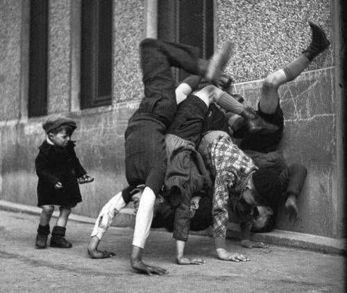 Robert Doisneau Photography Children Le curieux Monsieur Co...