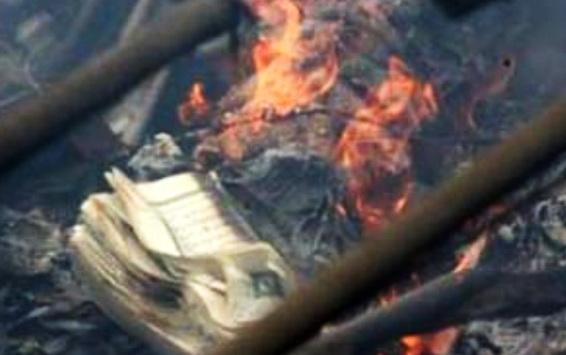 Astaghfirullah.. Masjid Dirusak dan Al Qur'an Dibakar saat Natal