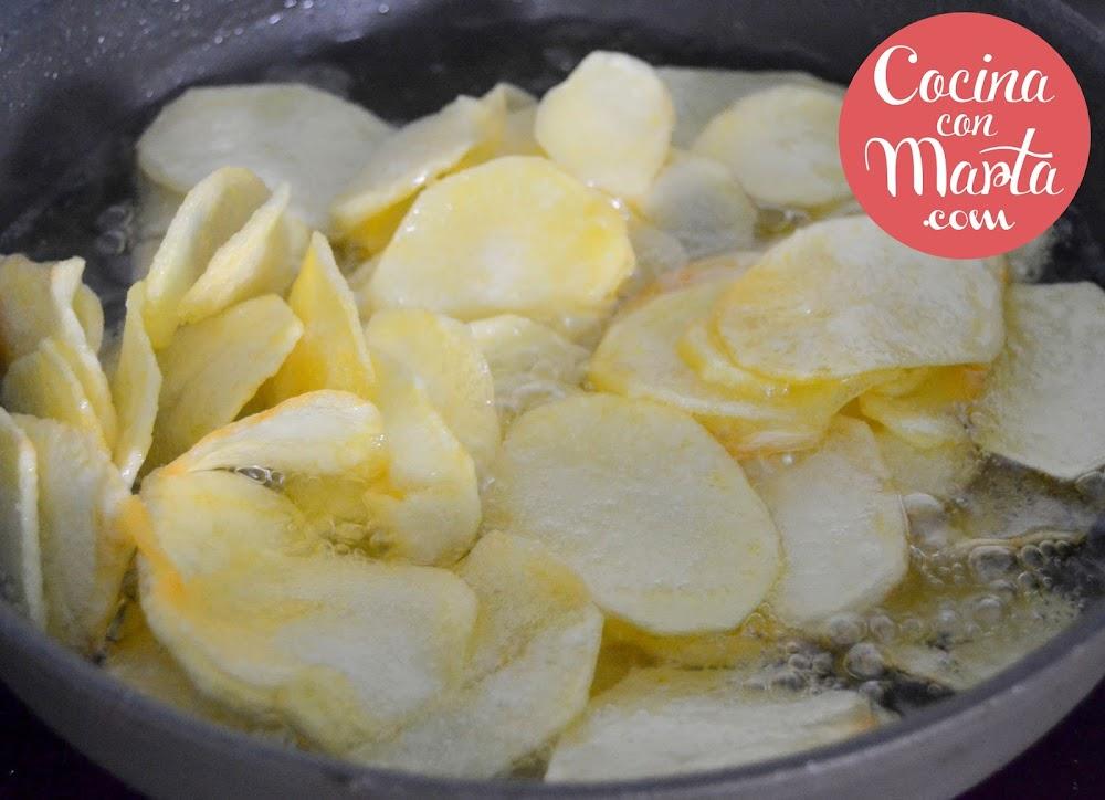 patatas con tomate frito, receta casera, fácil, rápida, sencilla, Cocina con Marta, comida estudiantes, niños