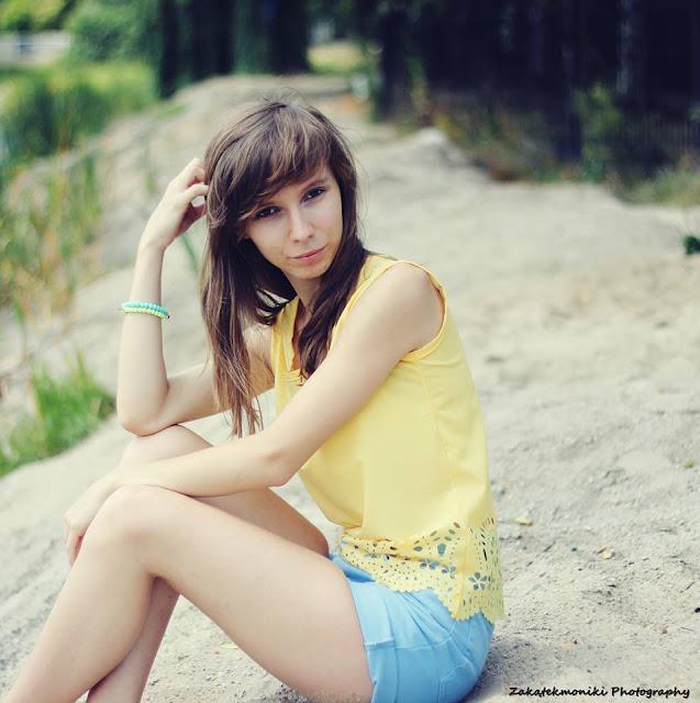 Say yellow ! | żółta koszulka z ażurowym motywem