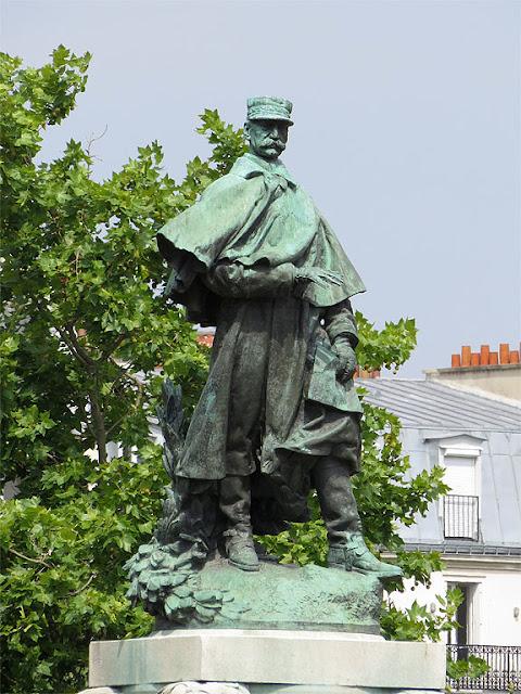 Monument to maréchal Joseph Gallieni by Jean Boucher, place Vauban, Paris