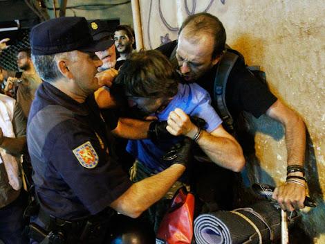 LA POLICÍA TENDRÍA QUE ESTAR CON EL PUEBLO !!!