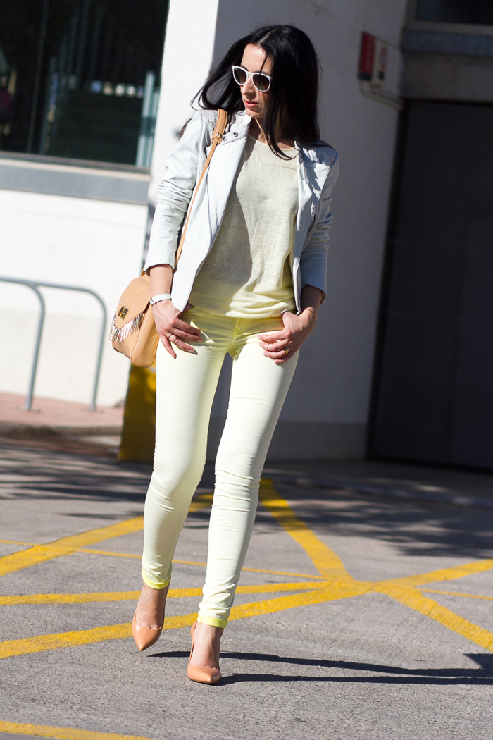 Casual chic outfit with fragrance jeans by salsa
