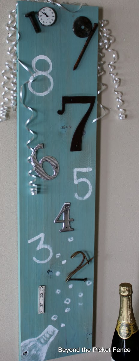 New Year's Eve countdown sign http://bec4-beyondthepicketfence.blogspot.com/2013/12/countdown-to-new-years.html