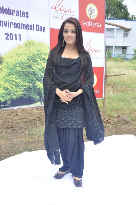 celina jaitley diya diamonds world environment day latest photos