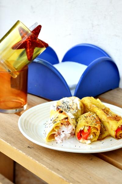cannelloni di pasta al forno con cipolotti, salsa di soia e falde di peperone in agrodolce oppure philadelhia e slamone affumicato con copertura di ricotta e latte
