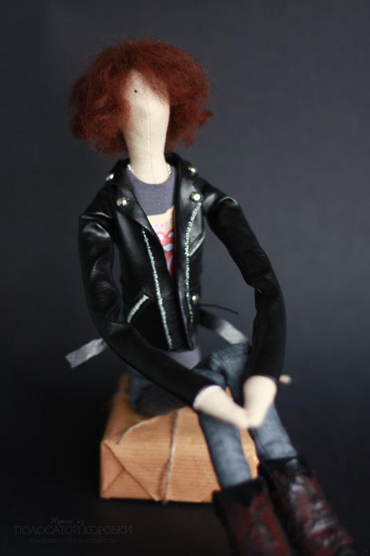 Портретная текстильная кукла в ковбойских сапогах