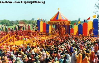 Holi with Jagadguru Kripalu Ji Maharaj and Ammaji in Mangarh
