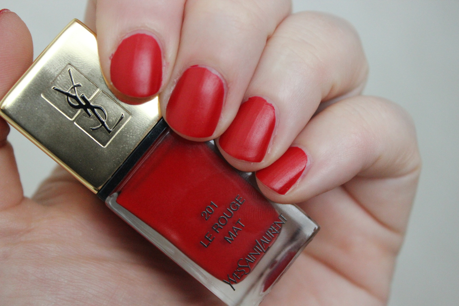 Buffet Rouge Laqu Elegant Pouf Design Forme Carree Coloris Rouge  # Buffet Metal Rouge