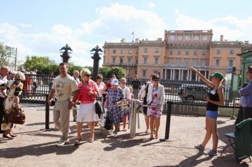 Памятник Летнего сада СПб - Турникет