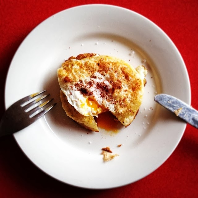 Egg In A Hole Using Crumpets