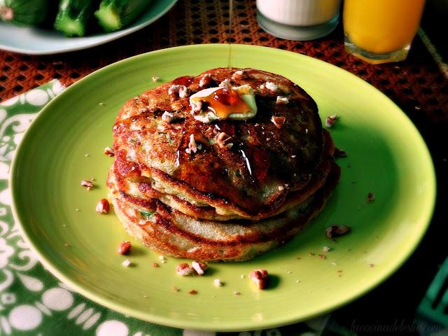 Hotcakes de Pan de Calabacita - lacocinadeleslie.com