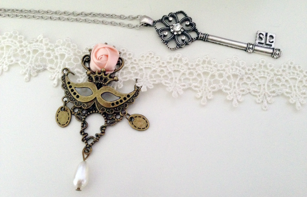The white lace bridal lolita choker and rhinestone key pendant necklace from Born Pretty Store.