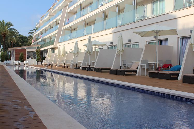 sharing pool adults suite Playa de Muro Suites Hotel
