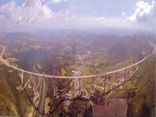 Jembatan Ini Dilansir Sebagai Jembatan Jalan Raya Tertinggi di Dunia