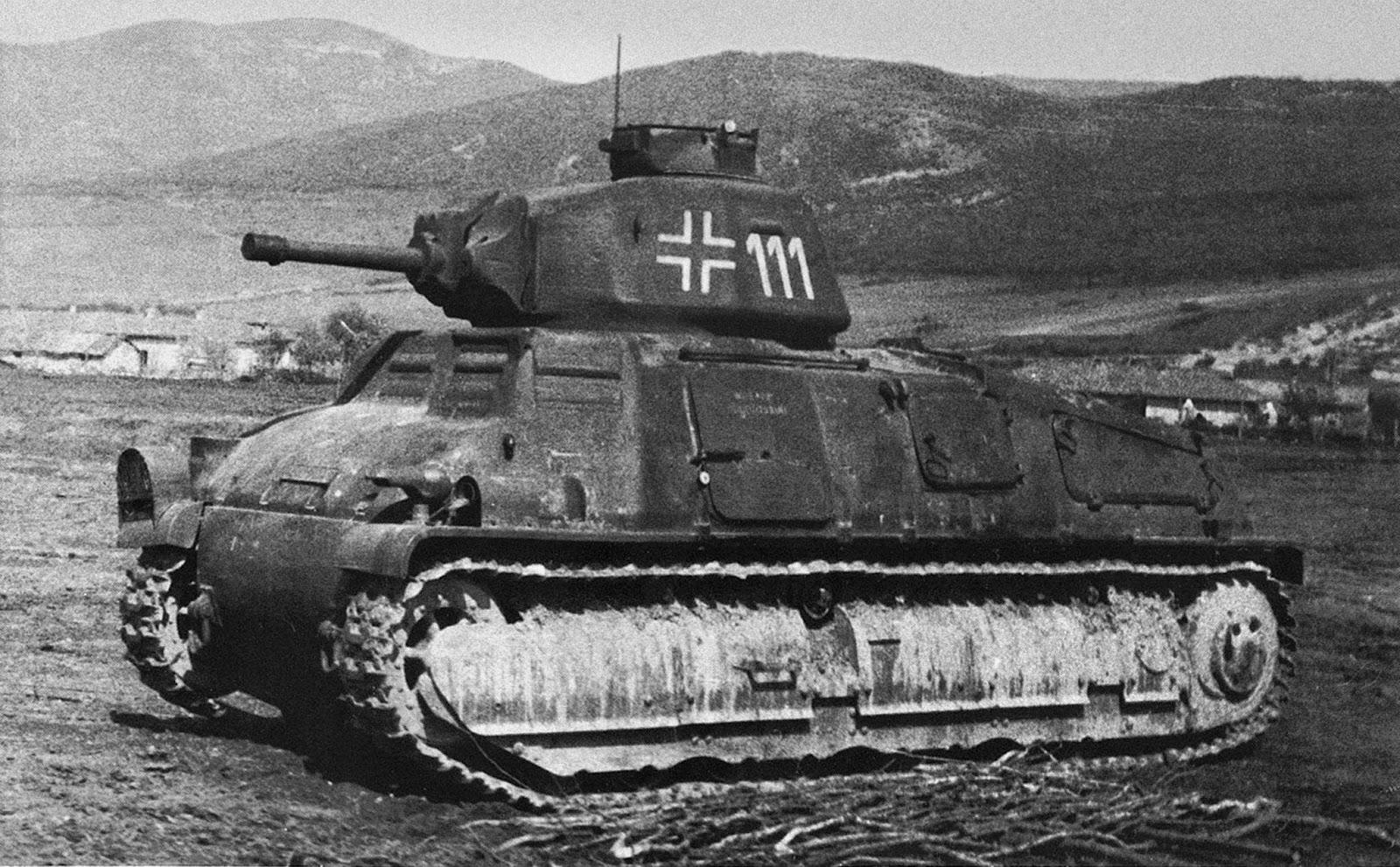 Французский танк S35 в Крыму