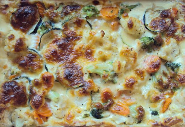 Tarta z ciasta francuskiego z warzywami - cukinią, kalafiorem , brokułami i marchewką