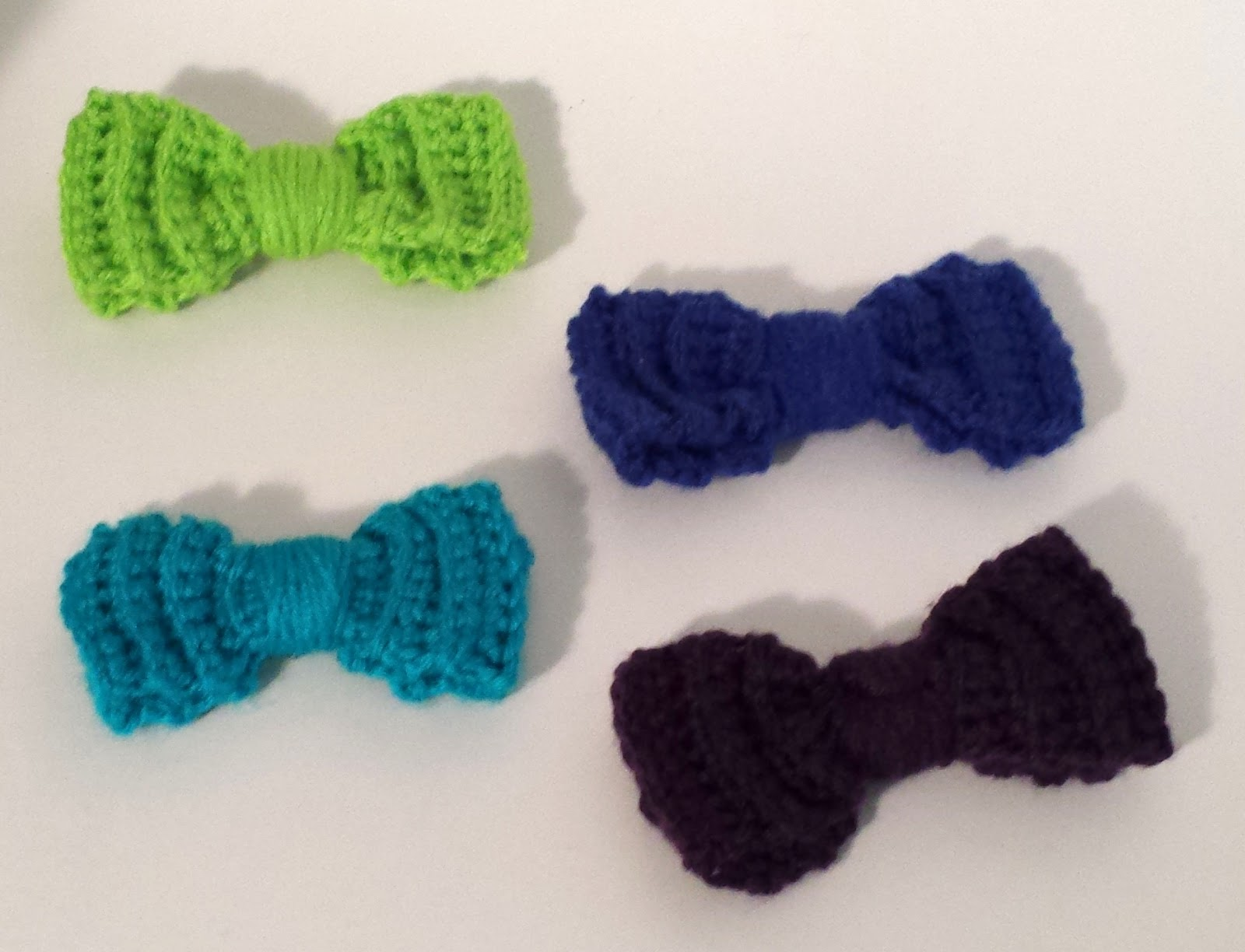 Indecisively Chic: Crochet Bow Hair Clips