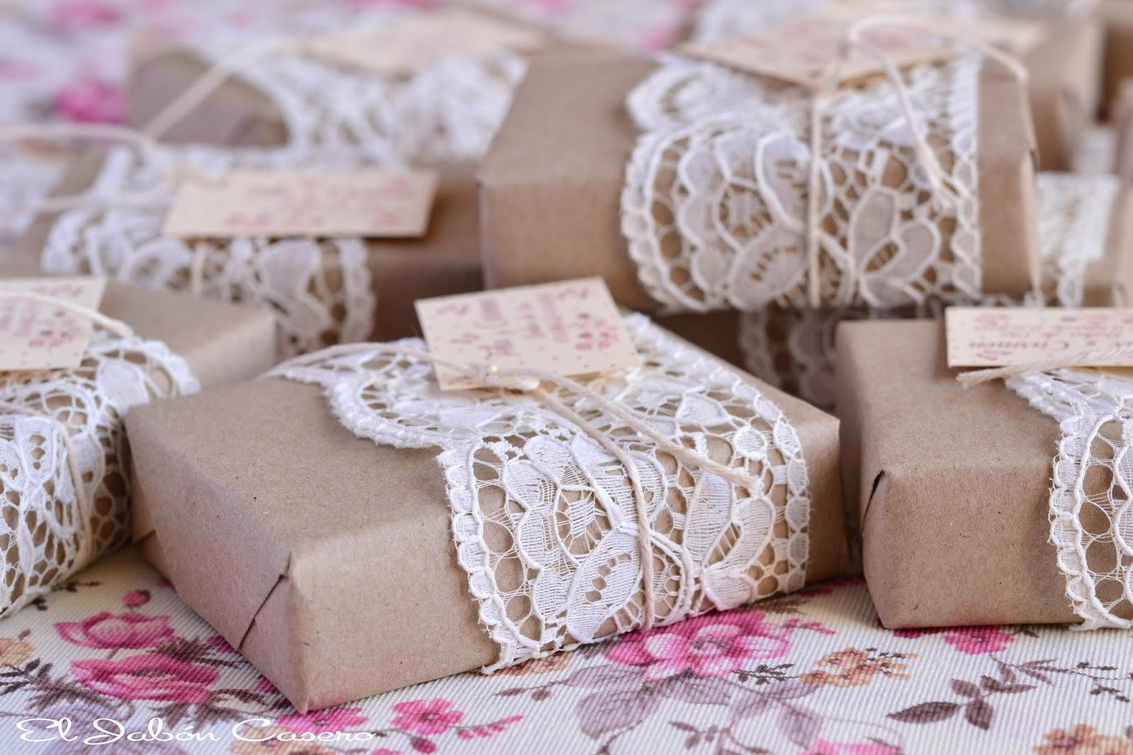 Detalles de bodas de oro jabones personalizados encajes