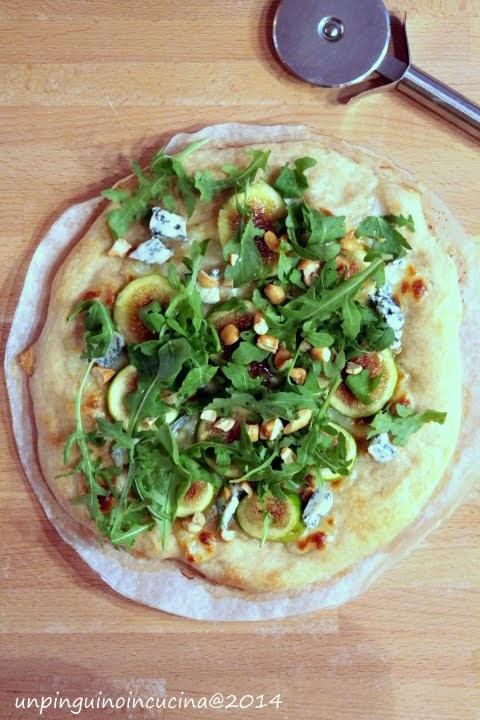 pizza con fichi, gorgonzola, rucola e noci