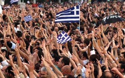 Βόμβα από τους Financial Times: Η ευρωζώνη και οι καθημερινοί Έλληνες έχουν κάθε λόγο να επαναστατήσουν εναντίον του διαπλεκόμενου ελληνικού κράτους!