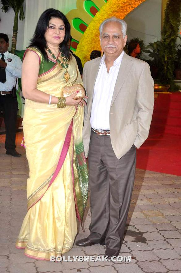 Kiran Juneja, Ramesh Sippy - (21) - Esha Deol Wedding Pics 2012 - Full Set