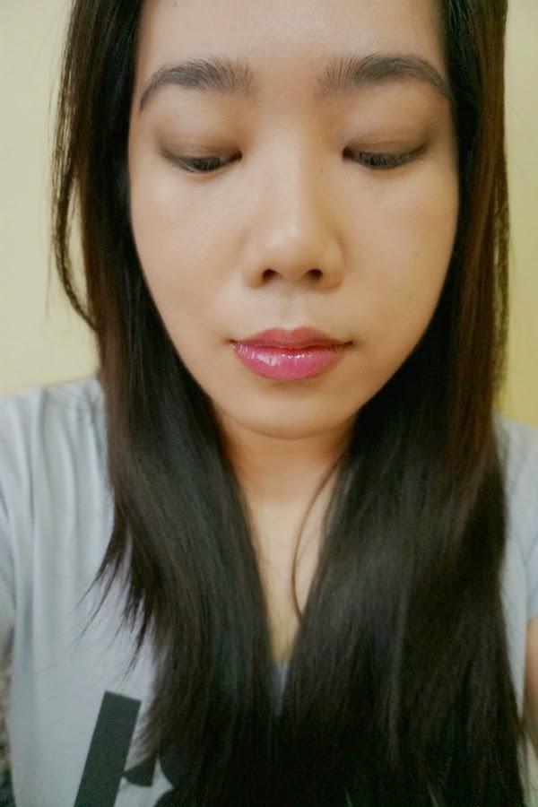 Revlon Super Lustrous Lip Gloss in 220 Fuchsia Finery
