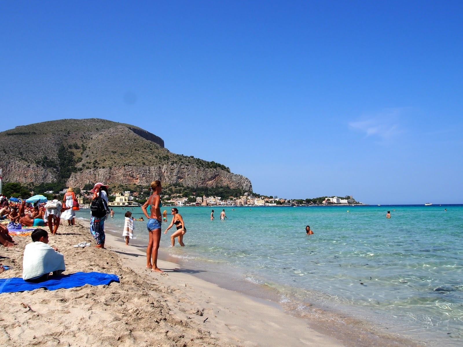 how to get to mondello beach from palermo