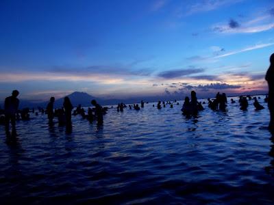 Liburan Gila Ala Insinyur Pikun (2013) : Bali