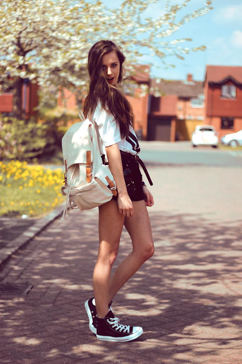 Teen models sexy shoes, blonde string bikini pics