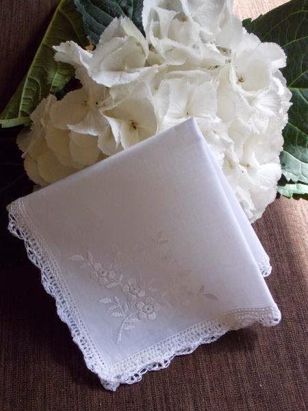 TE KOOP: gehaakt wit bruidszakdoekje.