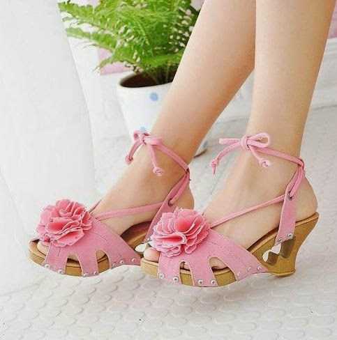 Model sandal wedges wanita trendy masa kini
