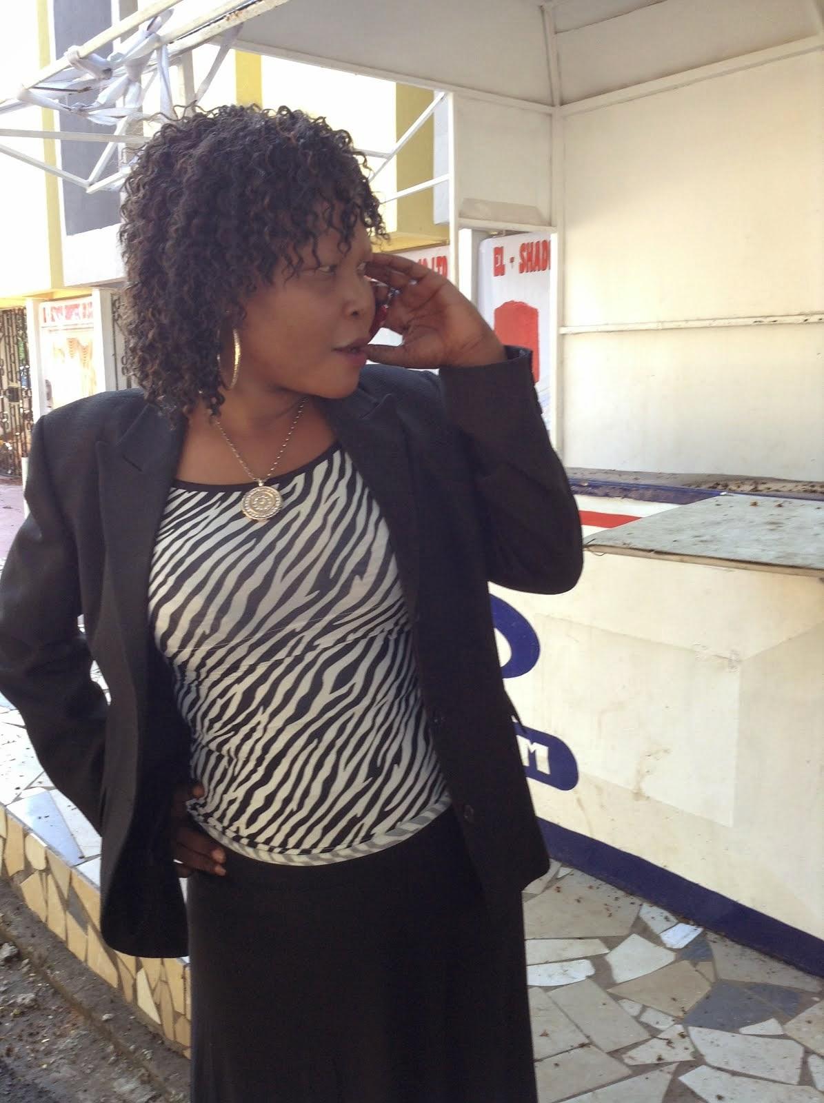 ELIZABETH NGAIZA ASHANGAZWA KUONA ATOSHA KISAVA NA  AMBWENE MWASONGWE WAKIMBILIA MGANGA