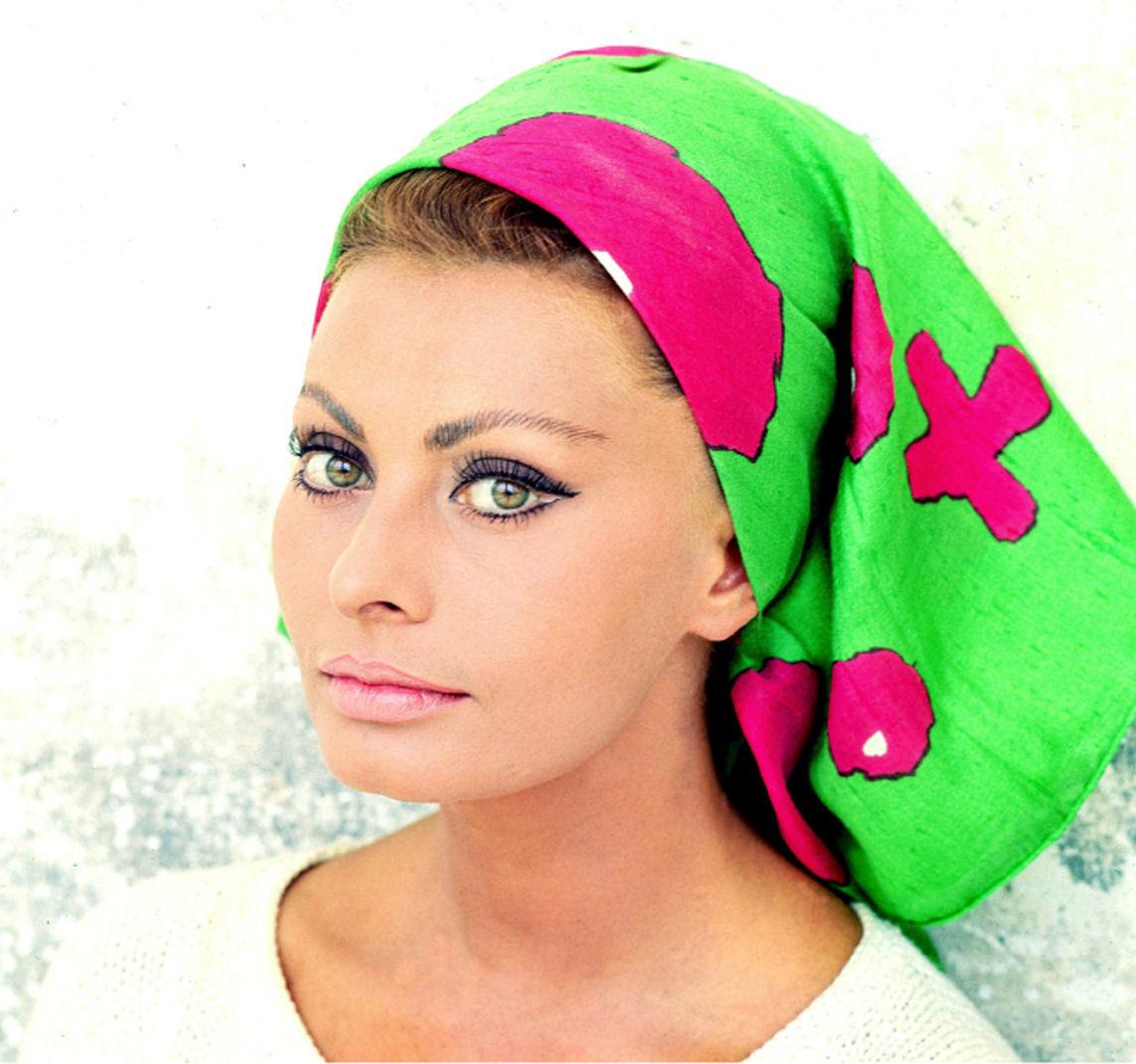 http://3.bp.blogspot.com/-97xvzLuMEps/T9V7R9vHsMI/AAAAAAAAA2Q/cKTNtNk_Ejw/s1600/Sophia_Loren_Scarf.jpg