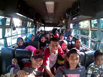 Suasana di dalam bis