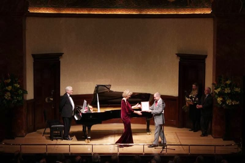 At her Farewell Recital on Friday evening, Dame Felicity Lott was presented with a framed programme from her first-ever recital at the Hall in 1975, by Wigmore Hall Director John Gilhooly. Photo Wigmore Hall