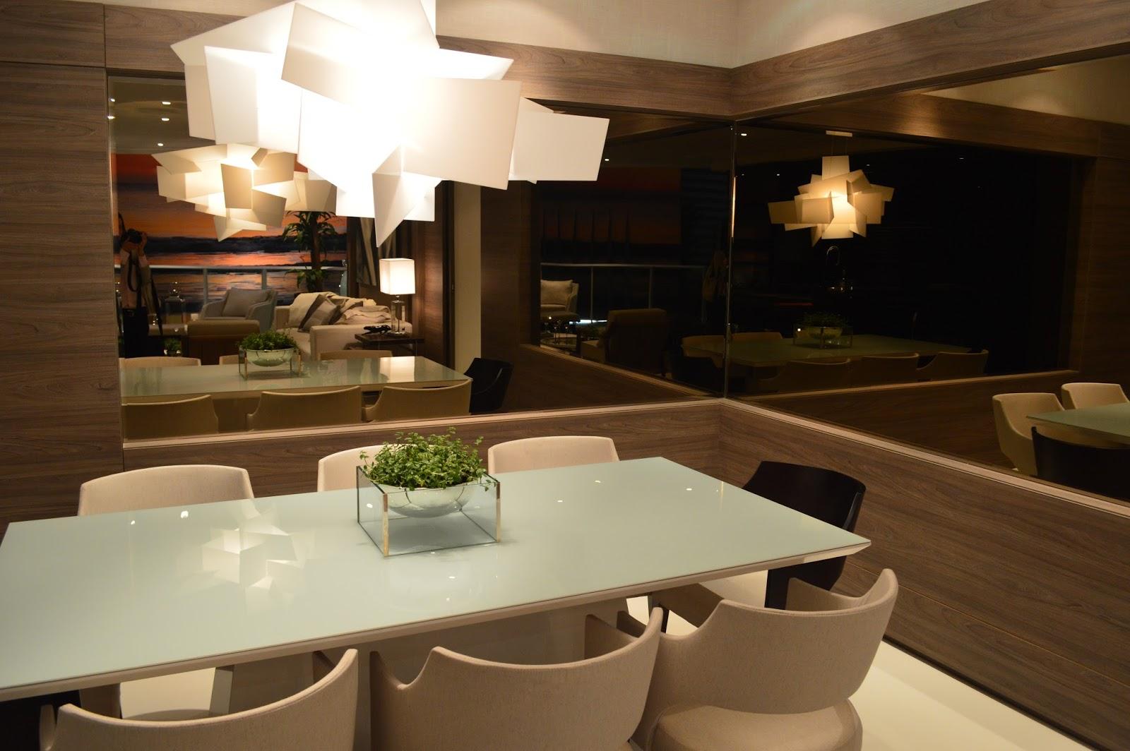 sala de jantar mesa com tampo de vidro branco luminária Big Bang e  #505918 1600 1064