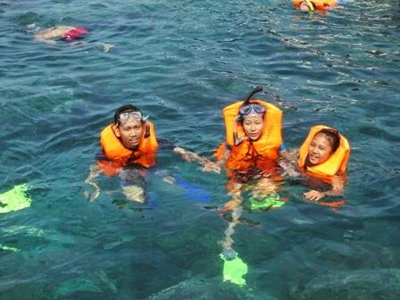 snorkeling di karimunjawa memang mengasikkan
