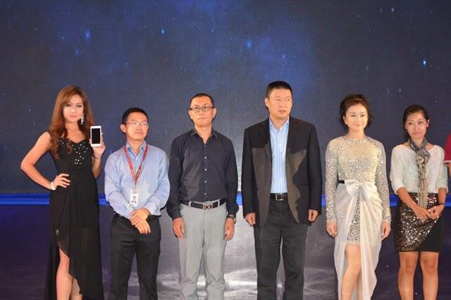 ရန္ေနာင္ (ဗုိလ္တေထာင္) – Huawei Ascend P7 စတင္ျဖန္႔ျဖဴးေရာင္းခ်ျခင္းႏွင့္ မိတ္ဆက္ပြဲ အခမ္းအနားက်င္းပျပဳလုပ္