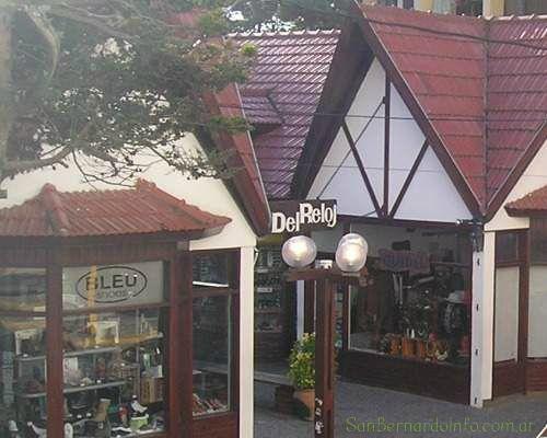 Galería comercial en la calle Chiozza