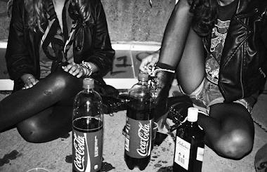 Ahoga tus penas bebiendo, fúmate al mundo.