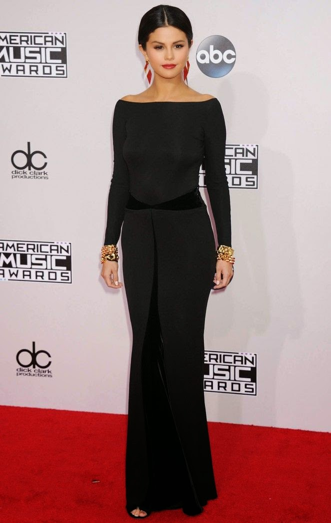 Oh dear! The 22-year-old proved that's all on Sunday, November 23, 2014 as she attended the American Music Awards at Los Angeles, CA, USA.