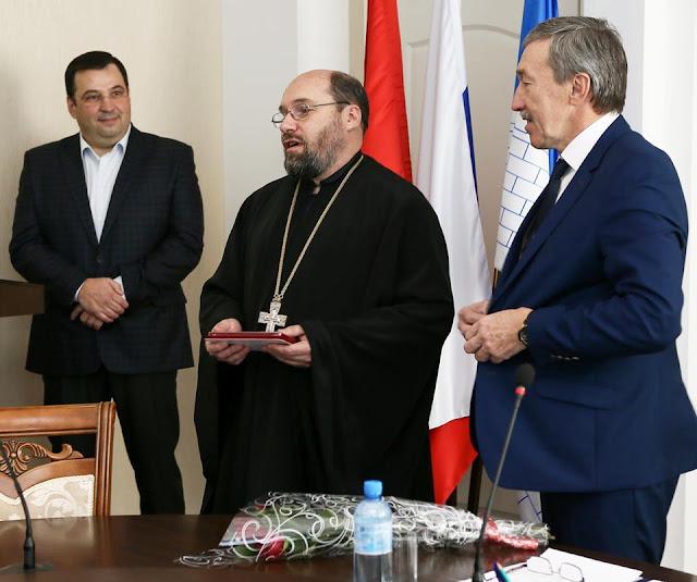 Руководитель учебного центра «Пересвет» удостоен знака за заслуги перед городом
