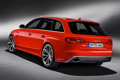 2013 Audi RS4 Avant Rear Angle