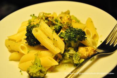 2.Penne z brokułami i kurczakiem