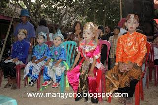 Upacara Saweran untuk pengantin sunat