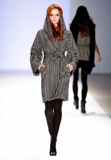 abrigo con capucha de Mara Hoffman