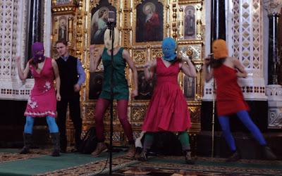 Moscovo: Grupo punk feminino invade e atua na Catedral de Cristo Redentor