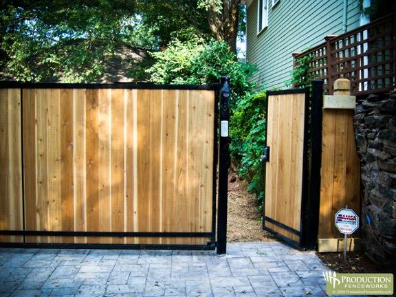 Dise o de portones portones puertas de madera for Como hacer un porton de madera economico